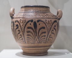 Etruscan black pattern stamnos decorated with palmettes (diffendale) Tags: museum museo museu musée μουσείο музеи müze artifact display exhibit متحف ancient antico antique archaeological archeologico royalontariomuseum toronto canada 4thcbce 3rdcbce 2ndhalf4thcbce 1sthalf3rdcbce 4thquarter4thcbce lastquarter4thcbce 1stquarter3rdcbce blackpattern stamnos hellenistic palmette etruscan etrusco ετρουσκικόσ étrusque etruskisch rasna اتروسكان etrüsk этрусский