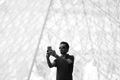 // (Idil Fortin) Tags: paris france idilfortin canon canoneos500d photoshop nb noiretblanc noir blanc gris nuancesdegris black white blackandwhite bw shadesofgrey grey louvre pyramidedulouvre muséedulouvre travel traveler traveller aroundtheworld people selfie peopletakingselfies travelers travellers trip journey world seetheworld