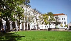LMU_page 11 (MASTERANDMOREpics) Tags: brunnen geschwisterschollplatz hg hauptgebäude herbst imagebild sonne studierende wiese