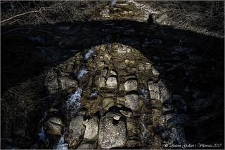 Ombres en un vell pont romà. (Osona - Catalunya)
