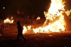 Niño en el infierno (keko click) Tags: fire fuego child niño