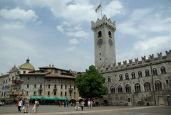 Palazzo Pretorio, Trento (Sebasti Giralt) Tags: plaza italy tower architecture square arquitectura italia torre medieval trento piazza duomo romanesque trentino romanic romanico plaa