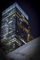 7 World Trade Center (wwward0) Tags: nyc windows night construction crane outdoor path manhattan worldtradecenter illuminated financialdistrict cc wtc 7worldtradecenter fidi wwward0