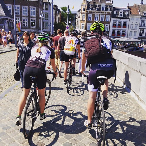 Ciclistas aachentinos en Maastricht