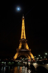 Tour Eiffel (Toni Kaarttinen) Tags: moon paris france tower metal seine night lights evening frankreich eiffeltower frana landmark eiffel toureiffel frankrijk prizs francia iledefrance parijs parisian pars  parigi frankrike  pary   francja ranska pariisi  franciaorszg  francio parizo  frana