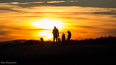 Family moment (Max Bauwens Photographie) Tags: eos canon 5dmiii plage sun sunset beach family famille france maguelone