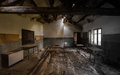 L'Enseigne Ment [FR] [In explore] (URBEX EXPERIENCE by Sylvain L.D) Tags: art photography school école salle room abandoned