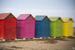 Somos de colores ([Nelooo]) Tags: lensbaby spark playa casetas vestidor colores mar rojo magenta azul verde amarillo cabañas castellón desenfoque