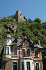 Villa (marlin_666) Tags: berg ruine villa bume blauerhimmel burg felsen gestein ahr atenahr