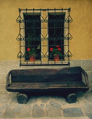 A  bench and a window. (France-♥) Tags: 680 bench banc texture paree italie italy courmayeur valleedaosta aostavalley geraniums fleurs wood bois travel voyage