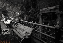 Into the night dressed in white (Mick XD) Tags: night ruin snow white column bench