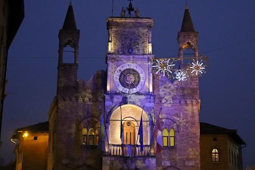 Pordenone: Palazzo del Comune in veste natalizia