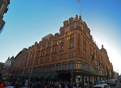 Harrods (ertugrulderya) Tags: color thames theshard sky london uk england streetphotography streetphotographer photographer photography artphotographer artphotography ertugrulderya deryaertugrul colors travel travelhotographer love panoramic panorama harrods expensive