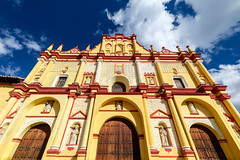 The colours of San Cristóbal de las Casas, Chiapas, Mexico (Maria_Globetrotter) Tags: dscf5881lr san cristobal cathedral red yellow colorful iglesia