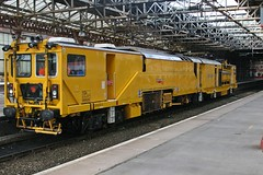 StoneBlower DR80208 @ Crewe (uksean13) Tags: yellow train canon cheshire rail railway crewe networkrail ef28135mmf3556isusm 400d trackmachine stoneblower dr80208