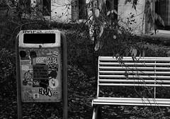 ''De Balans Van De Man Is Te Vinden In Het Midden'' (Miranda Ruiter) Tags: rotterdam blackandwhite photography text trashcan stickers writing