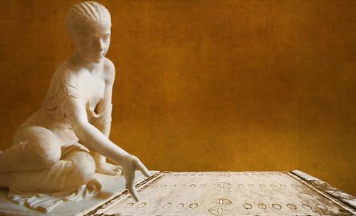 "Petteia - Ludus Latrunculorum  / Iconografía de las civilizaciones helenolatinas • <a style=""font-size:0.8em;"" href=""http://www.flickr.com/photos/30735181@N00/32399878181/"" target=""_blank"">View on Flickr</a>"