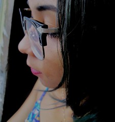 Thinking out loud (Vika Oliveira) Tags: green nerd girl hair glasses