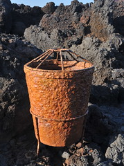 rusty iron on volcanic stone (maulbeerbaum) Tags: volcano lava rusty lanzarote braun sonne rostig dustbin wastebin islascanarias vulkan abfalleimer eisen cesarmanrique objekt abfallbehlter