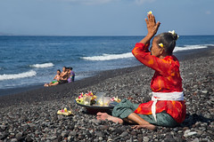 Praying in Bali (Bertrand Linet) Tags: bali beach beautiful indonesia praying galungan