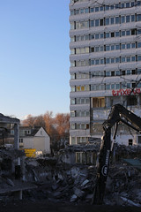 Digging (DunkelziffR) Tags: bonncenter building abriss demolition bonn 2016 gebäude architektur architecture