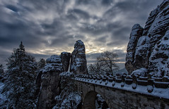 The bridge (Marcus Rahm) Tags: landscape landschaft nature mountain morgen morgendämmerung twilight bastei basteibrücke sachsen saxony sächsischeschweiz saxonswitzerland elbe elbsandsteingebirge elbtal felsen rocks rock winter schnee snow clouds cloudy bewölkt deutschland germany europa europe