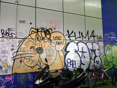 Graffiti in Tokyo 2014 (kami68k -all over-) Tags: tokyo tokio 2014 graffiti illegal bombing throwup throw up noe udon tom 246 kuma mkue candy buket
