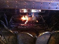 8452 The log fire in The Walnut Tree Inn (Andy - Busyyyyyyyyy) Tags: appledore fff flames hearth hhh inn kent lll logfire photostream pub smugglers thewalnuttree