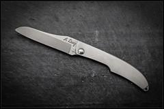 1C5A5371 (bakelite1) Tags: couteaux d2 discret alain descy cran forcé métal clip parmentier