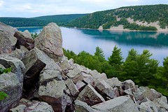 Quartzite Boulders Above Devil's Lake, Wisconsin (imageClear) Tags: trees sky lake nature water beauty wisconsin landscape aperture nikon sandstone rocks flickr boulders bluffs quartzite photostream devilslake baraboo talus wideanglelens d600 rockpiles nikkor1224mm imageclear