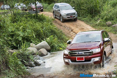 2015-Ford-Endeavour-17