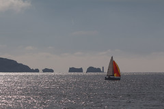 leaving (KevPBur) Tags: canon650d canon70200mmf28lisiiusm canonextenderef2xiii canonkissx6i canonrebelt4i hurstcastle isleofwight theneedles coastline orangesail sailingboat sea