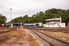 SNCF TER Bourgogne unit forming a Nevers-Dijon train. Montchanin 'cabine signalique' 15Sept09. (mikul44171) Tags: cabine cabin signalbox montchanin ter bourgogne signalique