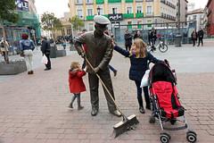 Madrid_0016 (Joanbrebo) Tags: estatua statue gent gente people canoneos80d eosd autofocus spain españa madrid streetscenes street carrers calles cityscape efs1018mmf4556isstm lunaphoto urbanarte