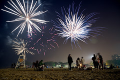 And the Sky Goes Boom (Andy Marfia) Tags: longexposure chicago beach night iso200 fireworks lakemichigan independence 4thofjuly andersonville minitripod lakefront fosterbeach f35 2sec d7100 1685mm