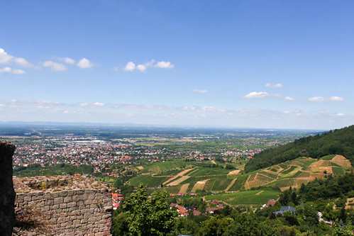 Vue sur Bühl depuis le sommet du château Alt-Windeck (alt. 378 m)