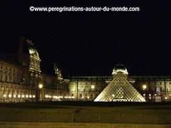 Musée du Louvre et sa pyramide (peregrinationsautourdumonde) Tags: pyramidedulouvre pyramide louvre museedelouvre photobynight photodenuit parisdenuit paris francia france europa europe