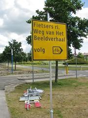 Wordt vervolgd.... (streamer020nl) Tags: road holland dutch sign comics graphic nederland follow novel nl strips buiten weg almere continued verkeersbord wordt volg almerebuiten beeldverhaal vervolgd omleiding