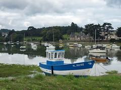 P9012490ac Fisherman Blue Boat and Manor (pfjc&pfjc2) Tags: france manor aber fishermanboat bretagneregion côtesdarmordepartment finistèreborder
