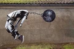 Mann uten hode -|- Headless man (erlingsi) Tags: nordicmatters headless hodeløs bergen grafitti stencil wall vegg uib hordaland norway jordklode globe afk gatekunst streetart muséhagen kulemedkjetting 2016 streetartbergen universitetetibergen