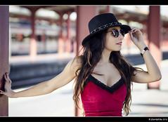 María - 2/5 (Pogdorica) Tags: modelo sesion retrato posado estacion tren anden chamartin chica sexy maria rivero