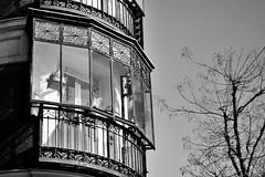 Ventana al pasado (héctorgarcíamartín) Tags: ventana blancoynegro ciudad fuencarral
