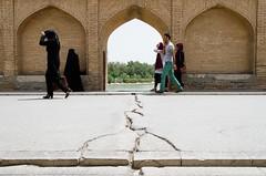 Si-o-Se Bridge in Isfahan (Fabian_Voswinkel) Tags: iran beautifulcountry travel trip reise siosepol siosebridge esfahan isfahan hijab passersby crack dry bridge brücke iranian persian iranisch persisch