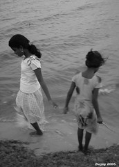 hope (thephatone_pics) Tags: beach water girl sand sri lanka childrenofsrilankabw