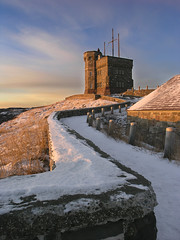Cabot Tower and the Magazine (Rexton) Tags: canada tag3 taggedout 510fav sunrise newfoundland magazine dawn tag2 tag1 hill stjohns nl signal cabot cabottower signalhillandnarrows aartgallery