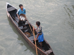 Ferry Wharf 045 (Sanjay Shetty) Tags: fish ferry boat fishermen wharf catch bhaucha dhakka
