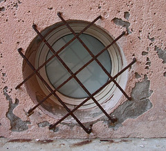 Window (ohad*) Tags: city pink urban france window alpes nikon rust mediterranean cotedazur tropez cte sttropez photoblog oxidation provence ohad dazur frenchriviera ohadonline