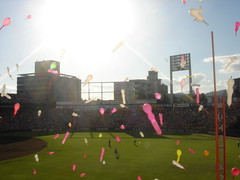 "Seventh Inning Stretch balloons (Phil ""Midas Touch"" Estes) Tags: hiroshima vs hanshin 925carp"