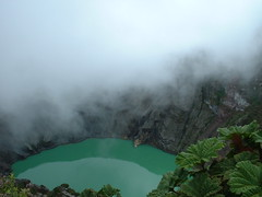Poas Volcano, Costa Rica (lindilindi) Tags: cloud costa lake green leaves ga photography volcano leaf costarica rica crater allrightsreserved copyrighted poas availableforsale lindilindi melindapodor portfolio10 gettyinvited volcanicset