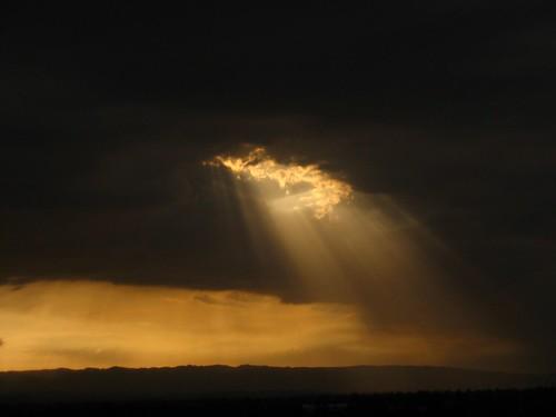 il sole filtra tra le nuvole, immagine presa ad un bel Blog dans immagini 140190172_ad05c67f22